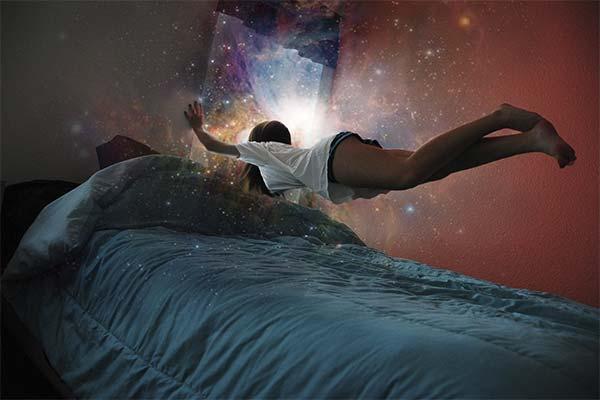 Сни з понеділка на вівторок: що означають і збуваються вони?