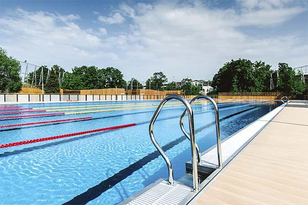 Сонник плавати в басейні: до чого сниться і що означає сон про плавання в басейні