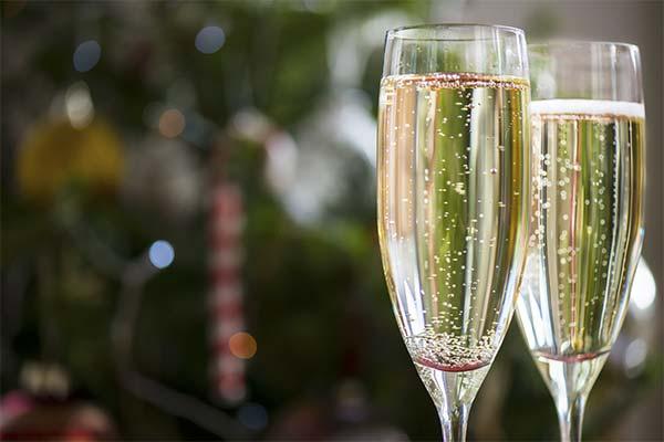 Сонник шампанське: до чого сниться і що означає сон про шампанське