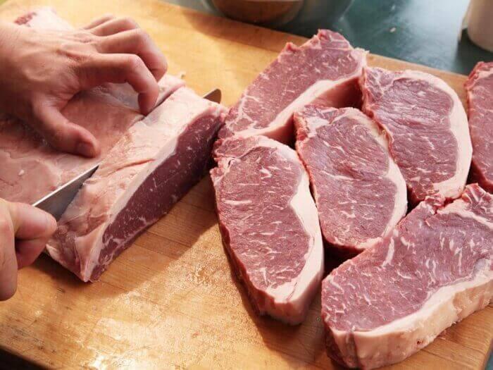 Бачити уві сні сире м'ясо: що означає?