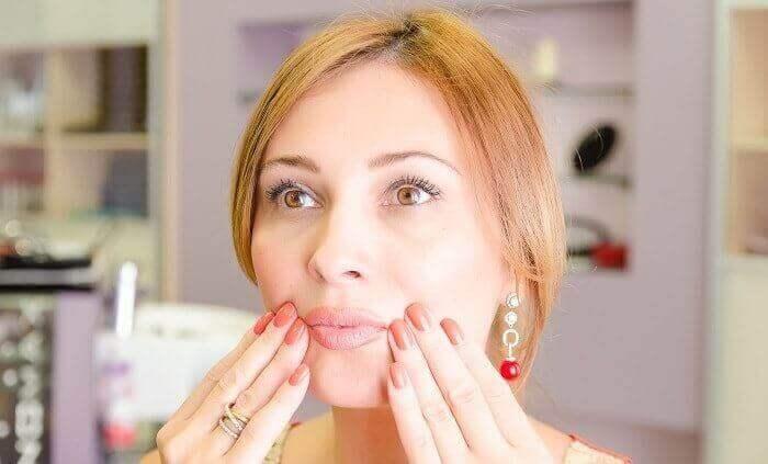 Як прибрати зморшки над губою?