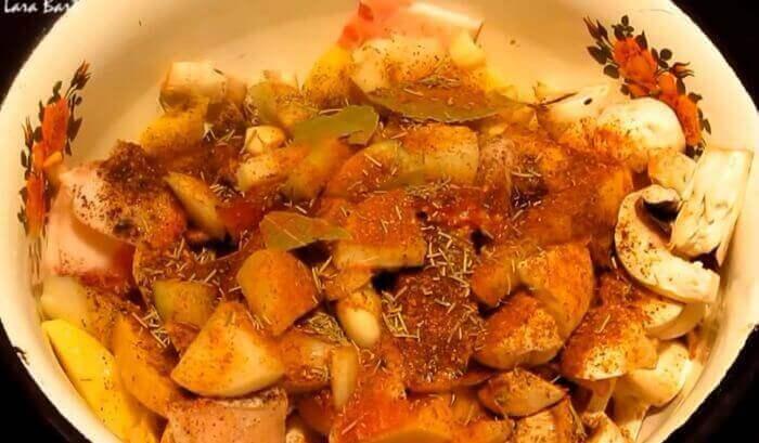 Найсмачніша картопелька з грибами і куркою в рукаві
