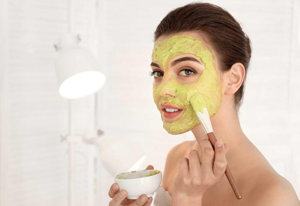 Як наносити маску для обличчя?