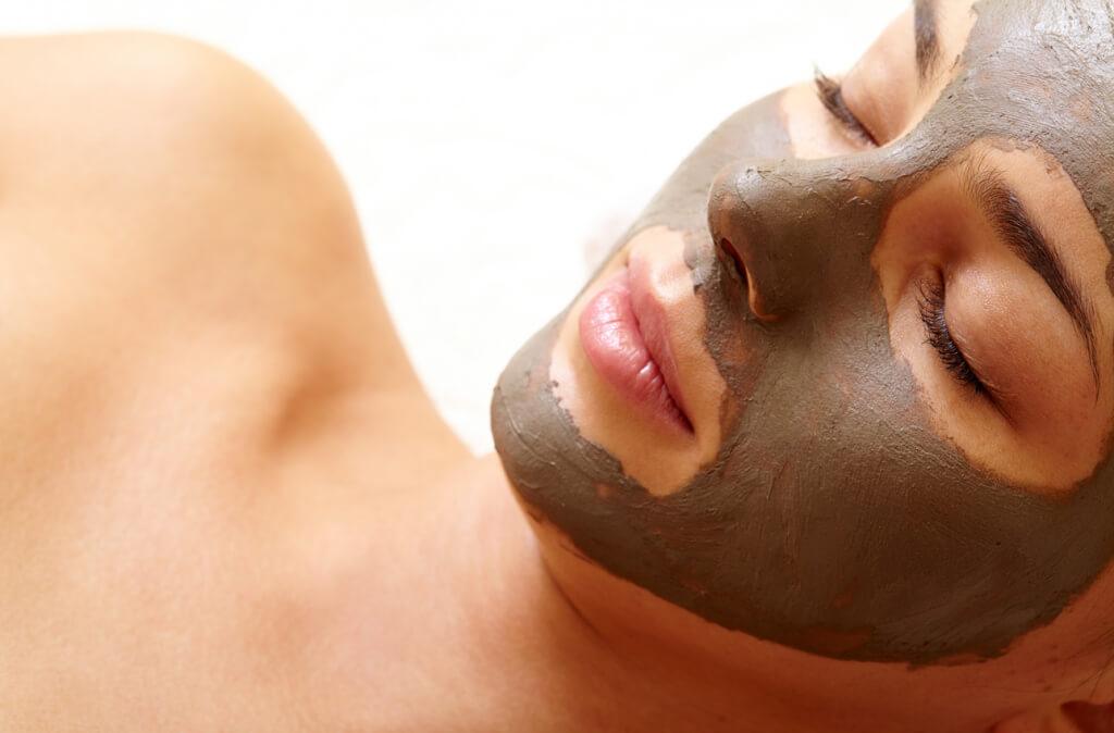 Використання маски - це приємна і розслаблююча процедура.