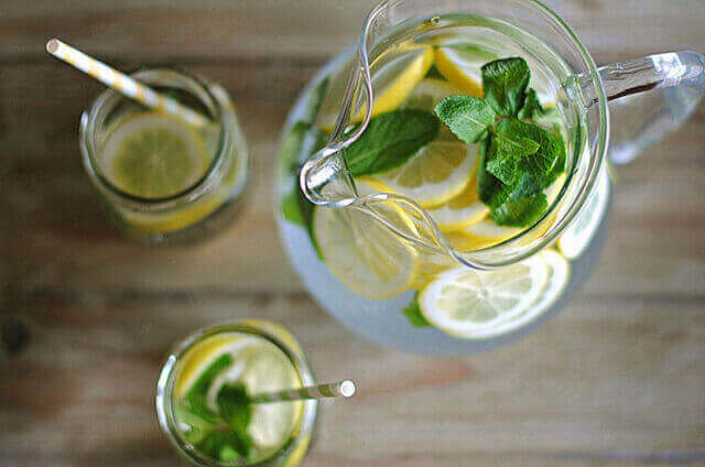 Яка вода допомагає схуднути?