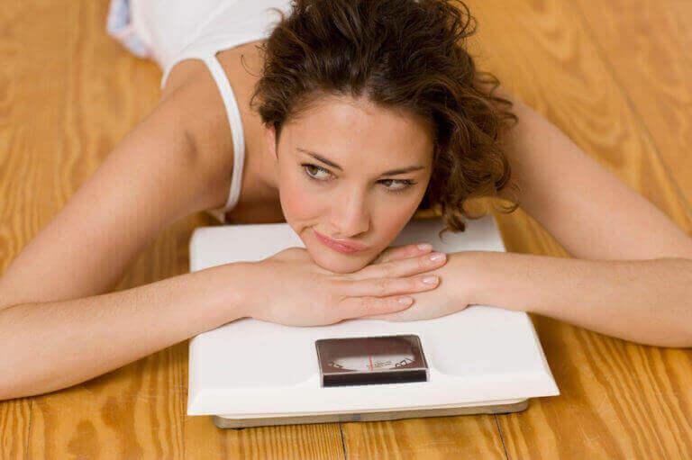 Як правильно зважуватися на електронних вагах?
