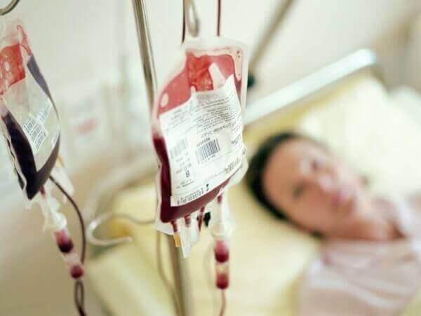 Переливання крові і внутрішньовенні ін'єкції