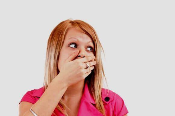 Присмак крові в роті: причини