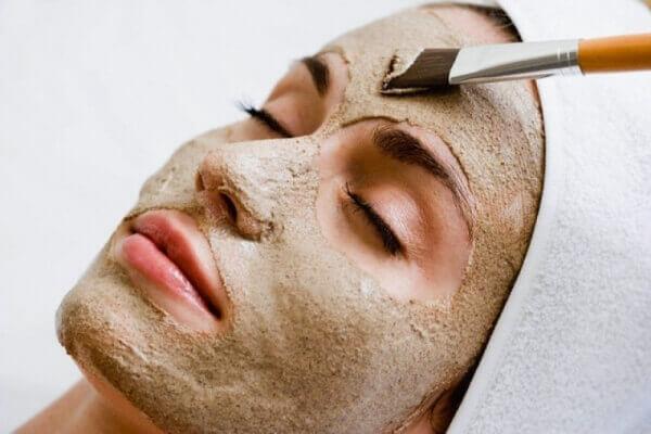 Маски від зморшок для сухої і чутливої шкіри