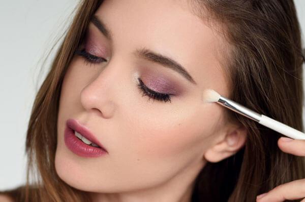 Як наносити макіяж