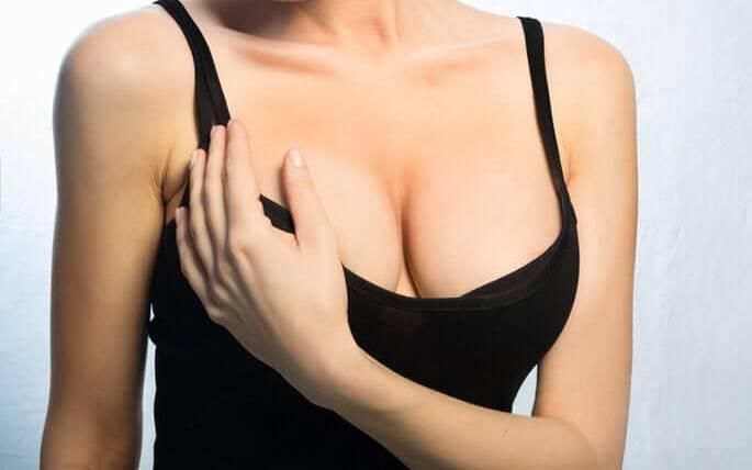 Чи можна збільшити і підтягти груди в домашніх умовах