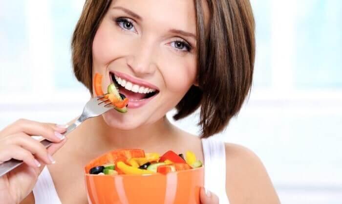 Як організувати харчування, щоб позбутися від зморшок?