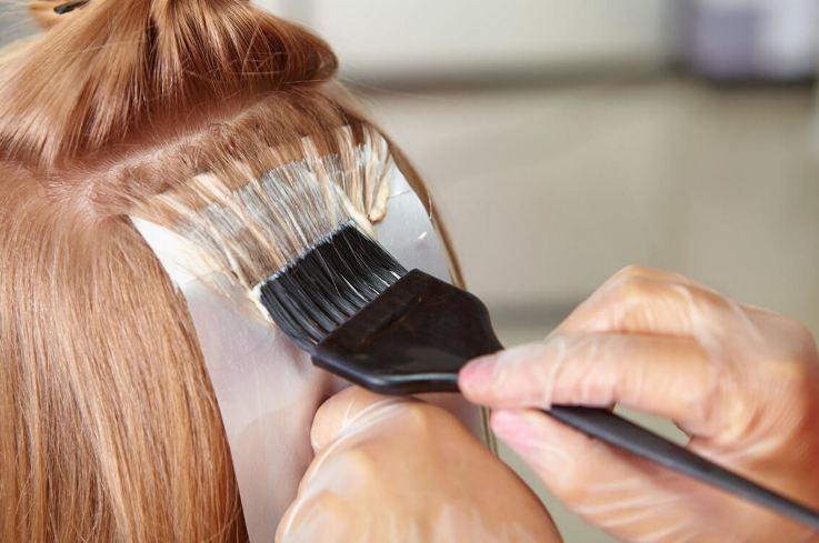 Чи можна фарбувати нарощене волосся