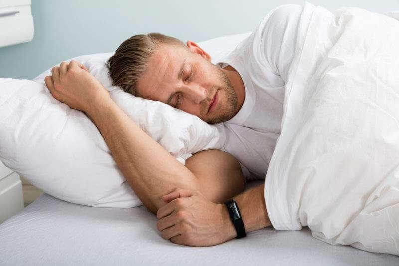 Сон на правому боці при печії протипоказаний