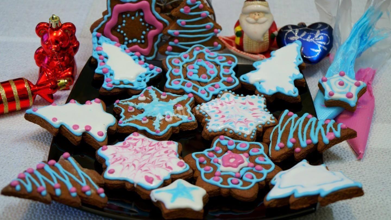 печива на тарілці
