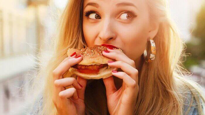 Чому шкідливо швидко їсти?