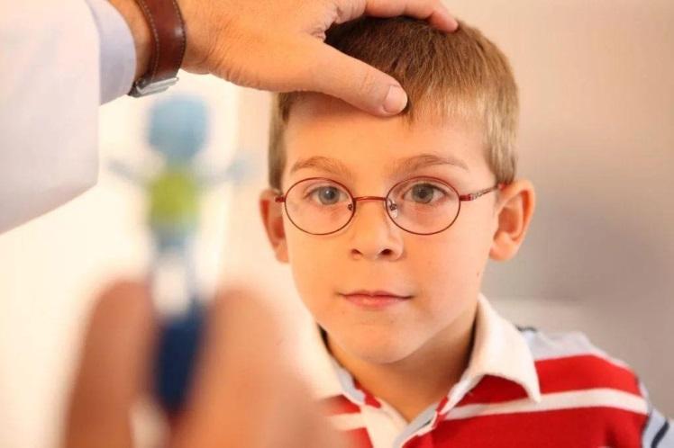 Причини розвитку косоокості у дітей