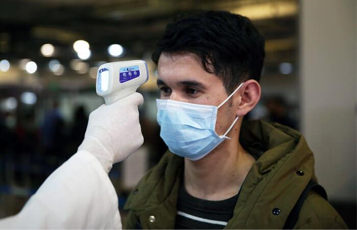 Симптоми коронавірусу: розповідає лікар, який працює в зоні карантину