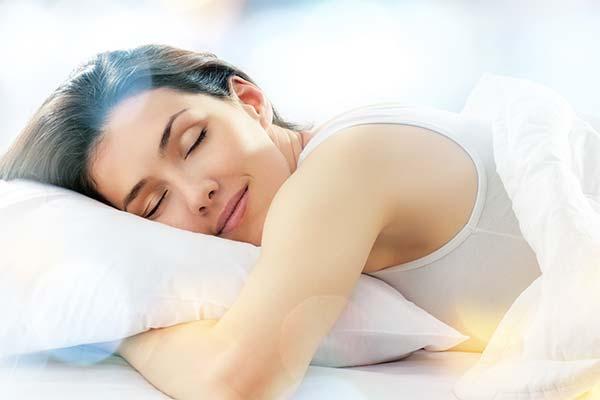 Сни з четверга на п'ятницю: що означають і збуваються вони?