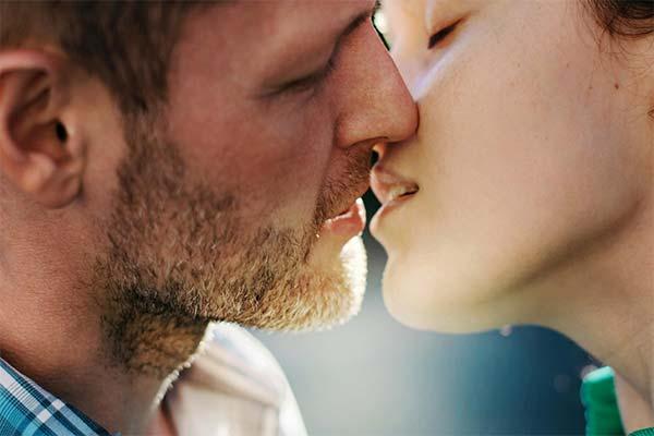 Сонник цілуватися: до чого сниться і що означає сон про поцілунок
