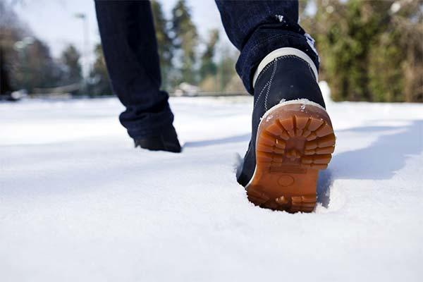 Сонник йти по снігу: до чого сниться і що означає сон йти по снігу