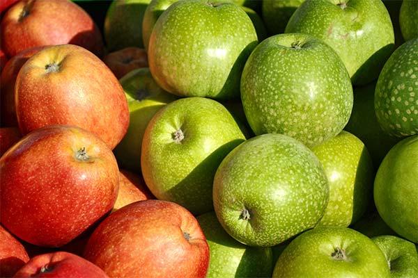 Сонник яблука: до чого сняться і що означають сни про яблука