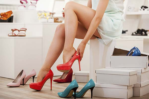 Сонник міряти взуття: до чого сниться і що означає сон про примірку взуття