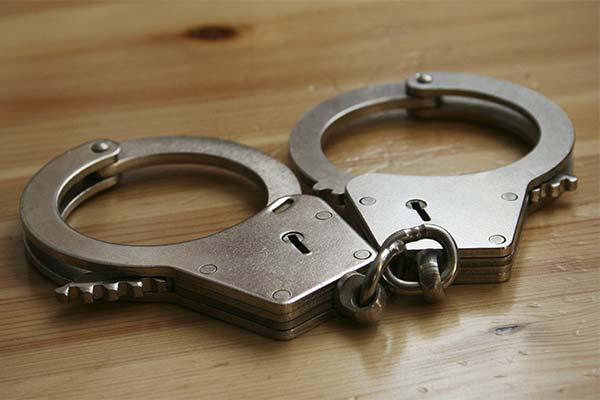 Сонник наручники: до чого сняться і що означають сни про наручники