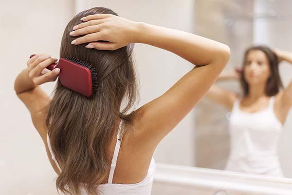 Сонник розчісувати волосся: до чого сниться і що означає сон про розчісування волосся