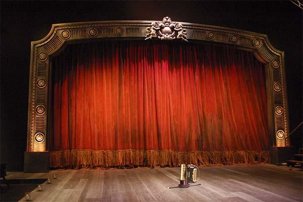 Сонник сцена: до чого сниться і що означає сон про сцену