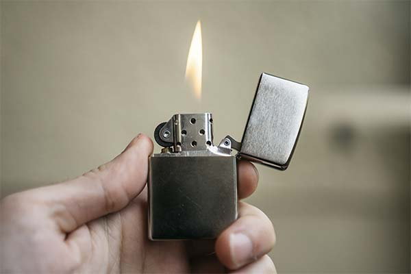 Сонник запальничка: до чого сниться і що означає сон про запальничку