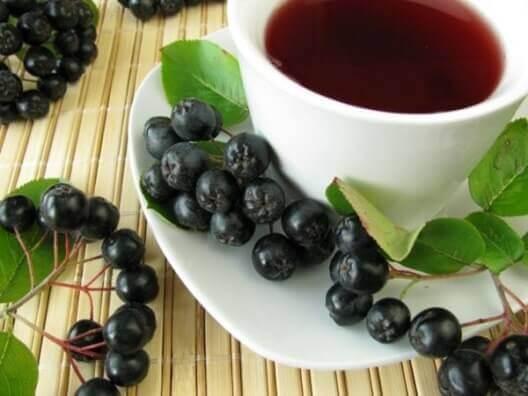 Рецепти народної медицини чорноплідної горобини