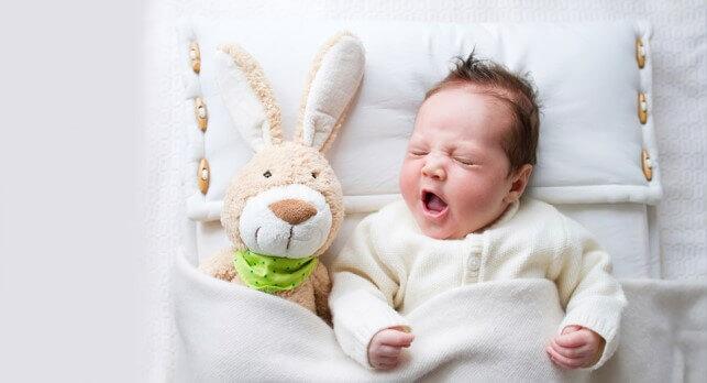 Чому дитина погано спить і часто прокидається вночі?