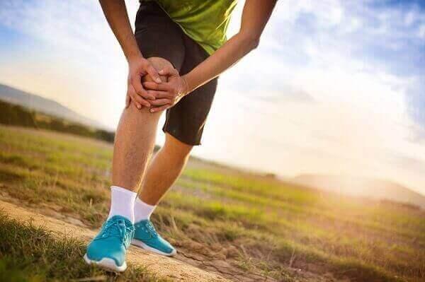 Причини і симптоми болю в коліні збоку з внутрішньої сторони