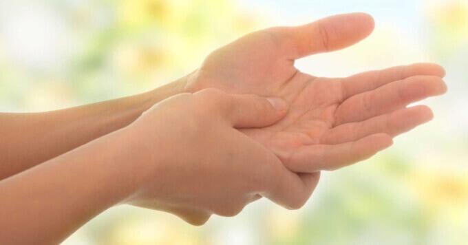 Чому німіють пальці на руках - що робити