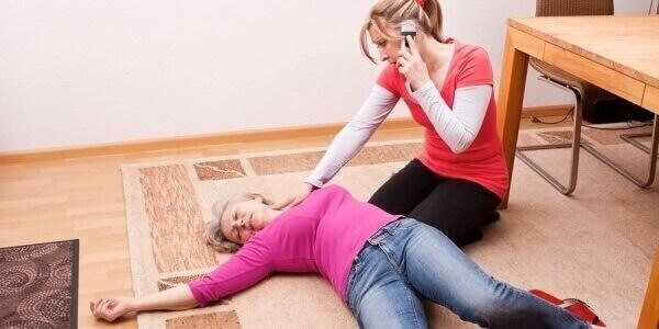 Симптоми при геморагічному інсульті