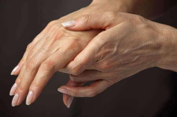 Що робити, коли болять суглоби пальців рук вранц