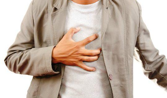 Болі в грудині посередині, причини, що робити